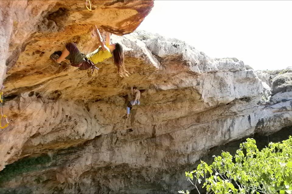 kasia kowalczyk z twins on tour malta climbing