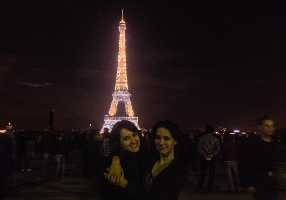 kasia i karolia kowalczyk paris eiffel twins on tour