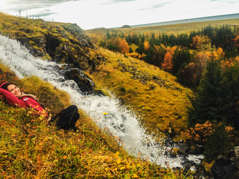 kasia kowalczyk z twins on tour iceland waterfall
