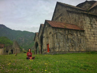 akhtala monastyr armenia kasia twins on tour podroz