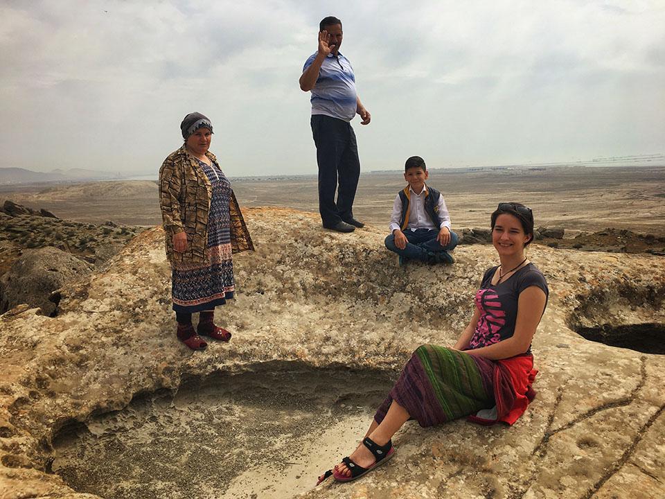 azerbejdzan kasia twins on tour podroz bloc petroglif ludzie