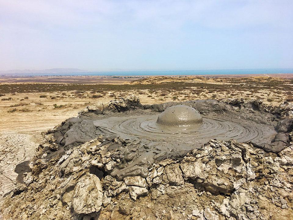 wulkan blotny twins on tour podroz azerbejdzan